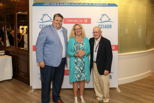 Annie Blatz recieves Charles F. Lockhart Award