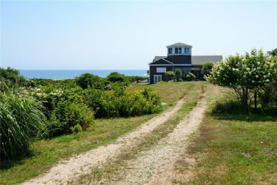 A beautiful South Kingstown Rhode Island home for sale by Randall Realtors.