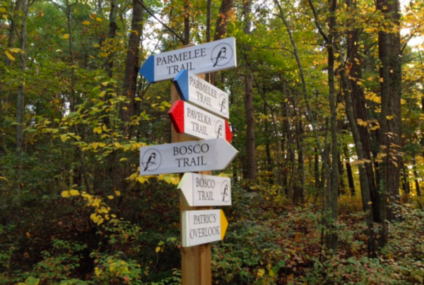 Photo of a trails sign in Parmelee Farm